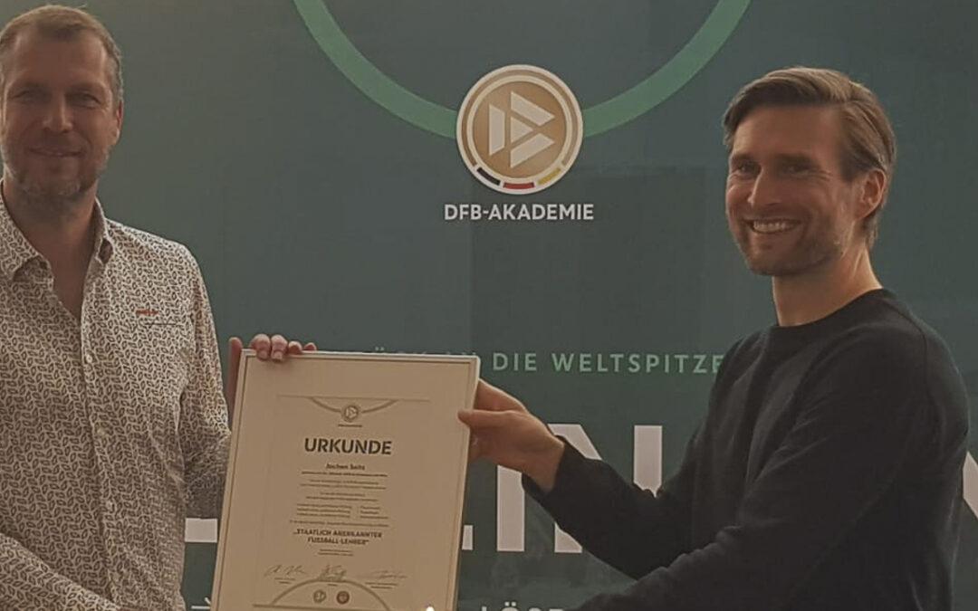 Viktoria gratuliert: Fußball-Lehrer Seitz
